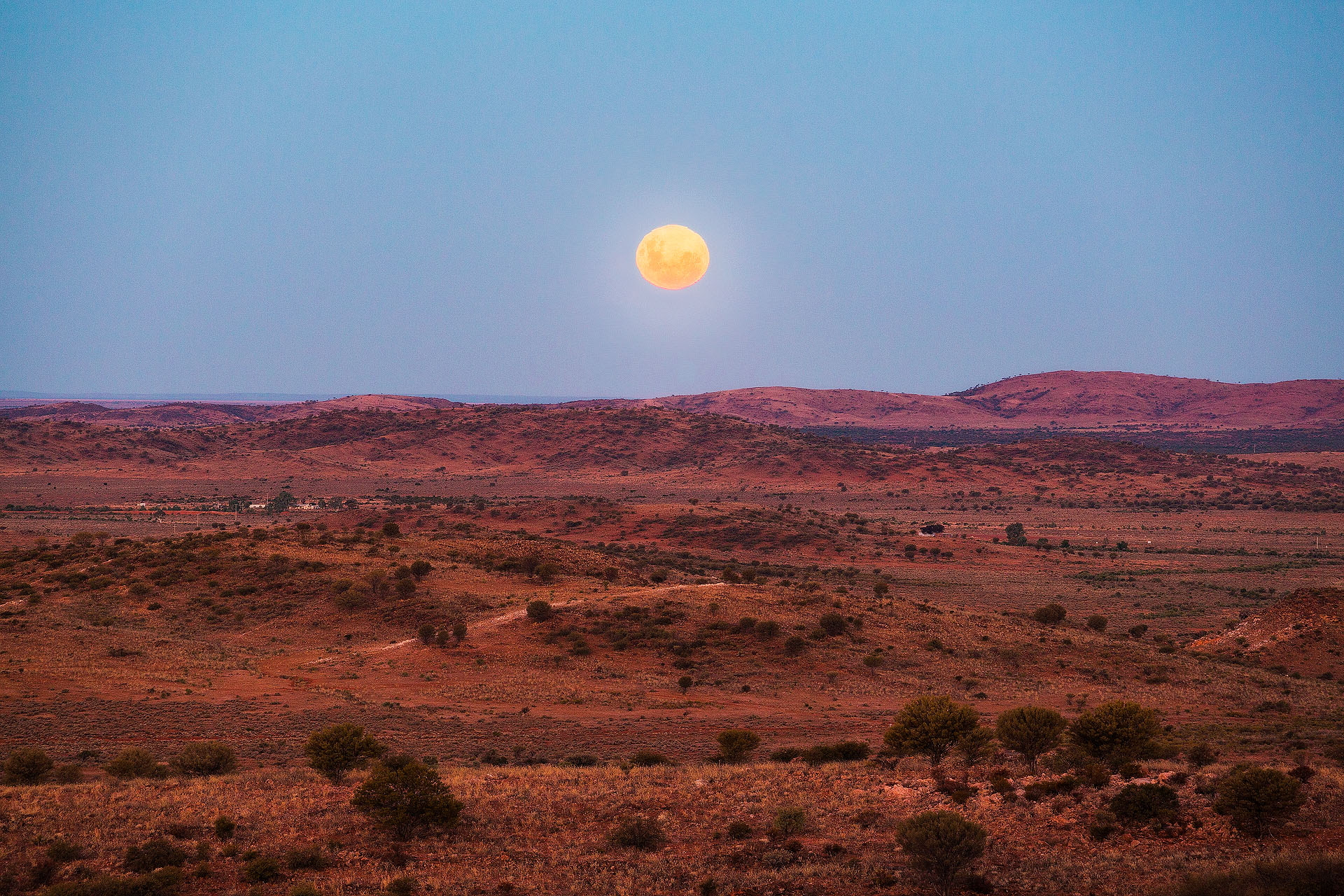 broken hill living desert sunset new south wales australia outback nsw full moon